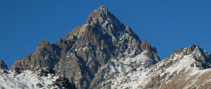 Turismo montano e valorizzazione del patrimonio escursionistico regionale. Il Tour del Monviso
